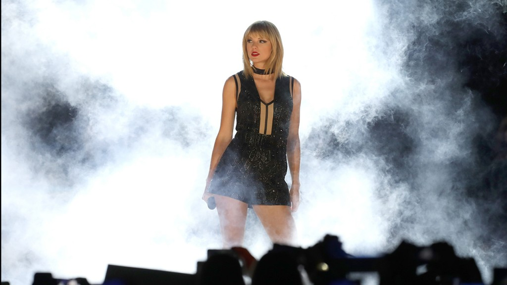 Taylor Swift perfoms onstage during the Formula 1 USGP on October 22, 2016 in Austin, Texas. (Rick Kern/LP5/Getty Images for TAS)