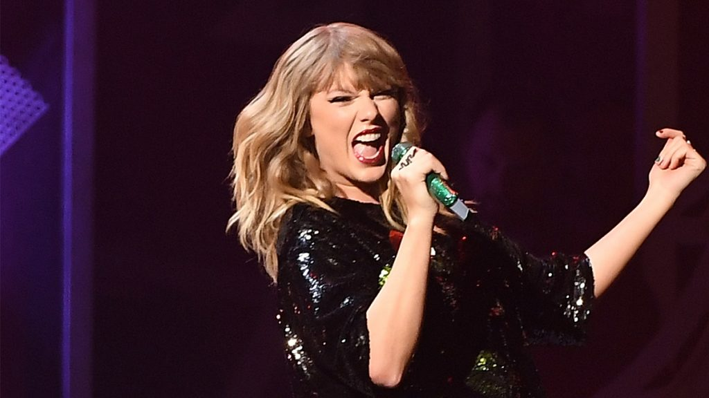 Taylor Swift performs at the Z100's iHeartRadio Jingle Ball 2017 at Madison Square Garden on December 7, 2017 in New York. / AFP PHOTO / ANGELA WEISS